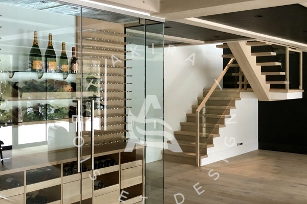 escalier-limon-central-chene-blanc-sur-mesure-garde-corps-verre-encastrer-main-courante-finition-bois-akira-logo-1462D9854-14AB-DAB3-EDAA-002D7A15C606.jpg