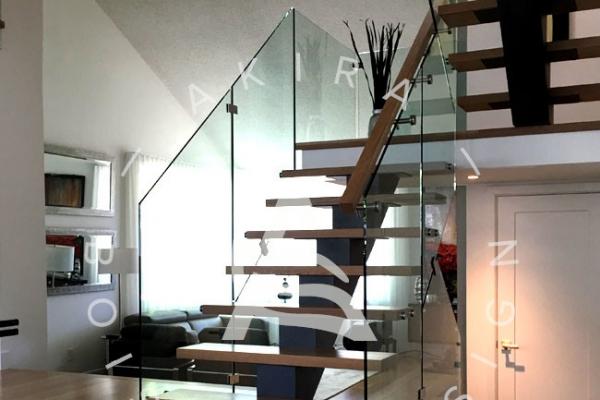 escalier-sur-mesure-laurentides-limon-central-rampe-verre-akira-logo-4C5B022BB-9855-C141-01F7-4DCF403B85A8.jpg