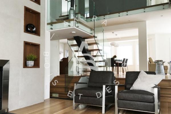 escalier-sur-mesure-laurentides-limon-central-rampe-verre-akira-logo-52ABDB868-5B1F-0649-E83D-3D7F1C40D144.jpg