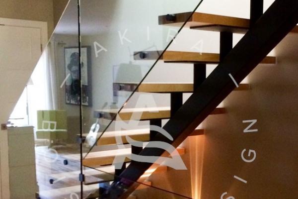 escalier-sur-mesure-laurentides-merisier-limon-central-hss-rampe-verre-akira-logo-147A6A4B2-5AE3-C6A2-9069-821BAACD5627.jpg