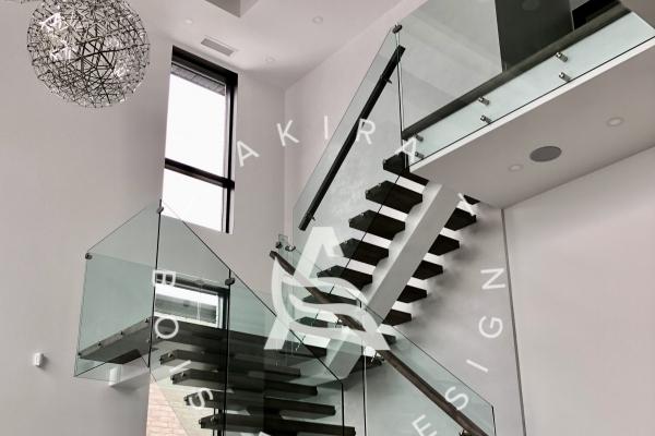 escalier-sur-mesure-limon-central-acier-blanc-marche-clipper-rampe-bois-garde-corps-verre-akira-logo-10EEECA78-BDE0-AB46-DA95-0ED1EA1AAF0A.jpg