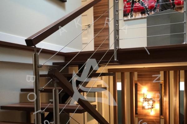 escalier-limon-centrale-hss-rampe-bois-noyer-poteaux-inox-cable-acier-akira-logo-107CDBF37-C51C-4232-51E5-48C8DCCF7AAB.jpg