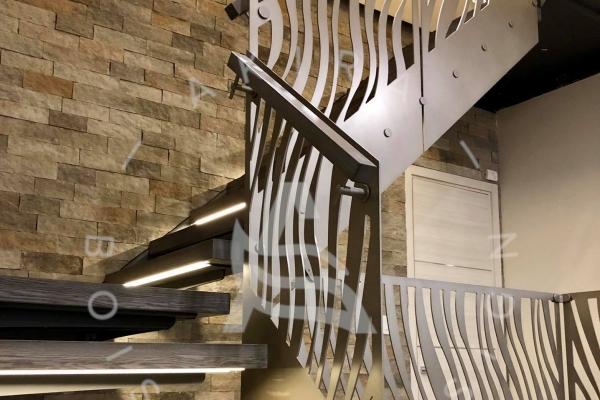 escalier-limon-channel-sur-mesure-palier-rampe-garde-corps-aluminum-modern-design-led-light-akira-logo-2740A34BA-529A-BEB7-25E0-B98AFAEC9787.jpg