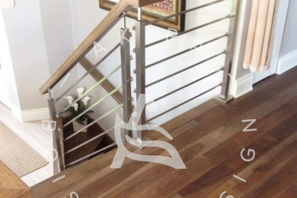 escalier-rampe-poteaux-barres-acier-akira-logoAF4B21D5-6540-8165-6CF0-7178F4B765AC.jpg