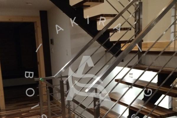 escalier-sur-mesure-laurentides-bois-exotique-guajavira-limon-central-rampe-barres-acier-stainless-akira-logo-2A471A786-2507-F399-BACA-D727496057CF.jpg