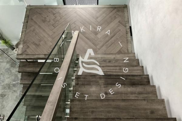 plancher-sur-mesure-limon-central-acier-blanc-marche-clipper-rampe-bois-garde-corps-verre-akira-logo-581C6923D-588D-AFEC-C1E7-BD458E36E6B0.jpg