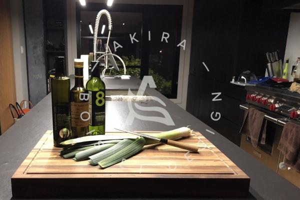planche-decoupe-bois-design-cuisine-akira-logo-17FF60471-876E-36AD-1D95-05A9B881085F.jpg