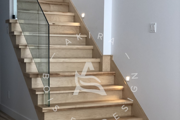escalier-crable-eco-authentique-plancher-garde-corps-verre-akira-logo71BDD4C5-AF36-50F3-3225-D82CC7991983.jpg