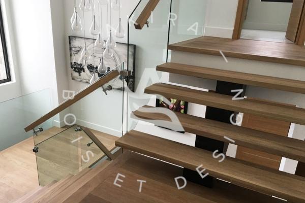escalier-design-sur-mesure-laurentides-chene-blanc-limon-acier-rampe-verre-akira-logo2794DCD4-FF37-3778-FB37-8DAF61FDB8E9.jpg
