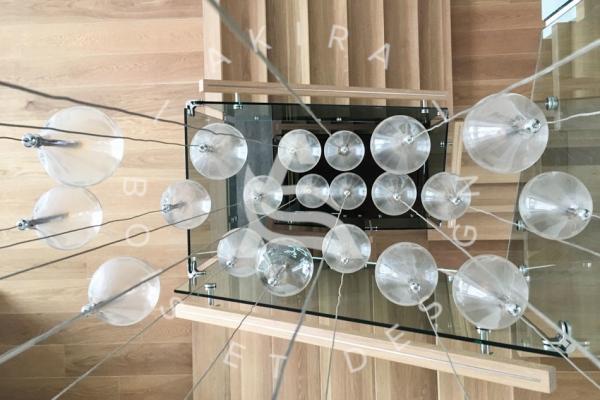 escalier-design-sur-mesure-laurentides-chene-blanc-limon-en-acier-rampe-verre-akira-logo-161FA0ACA-FDFC-F277-6E8F-D4016EBA4142.jpg