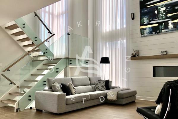 escalier-double-limon-mortaise-bois-blanc-marche-plancher-rampe-erable-garde-corps-verre-akira-logo-1867B2D65-B7AA-CC20-70F0-ECB048B399F3.jpg