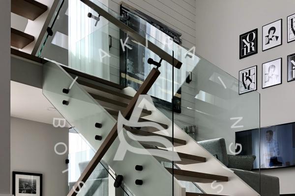 escalier-double-limon-mortaise-bois-blanc-marche-plancher-rampe-erable-garde-corps-verre-akira-logo-30A457E37-77C1-38F4-0441-B2FFD7851C6B.jpg