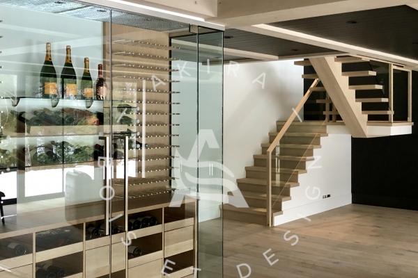escalier-limon-central-chene-blanc-sur-mesure-garde-corps-verre-encastrer-main-courante-finition-bois-akira-logo-17420444A-B60D-FCA4-9912-C69DCA50D21D.jpg