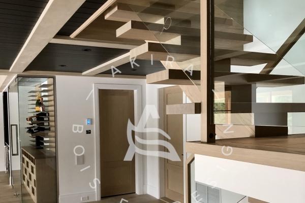 escalier-limon-central-chene-blanc-sur-mesure-garde-corps-verre-encastrer-main-courante-finition-bois-akira-logo-265F65A2D-B99A-5045-6DE7-F30D56E82F65.jpg