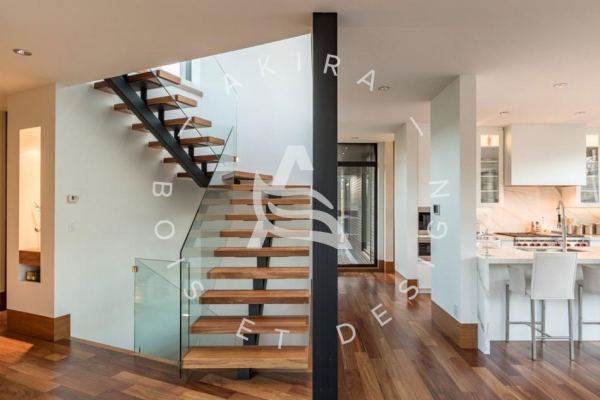 escalier-sur-mesure-akira-bois-cumaru-limon-central-rampe-verre-logo-23292F18B-8330-4812-423F-BC63EDFF33F4.jpg