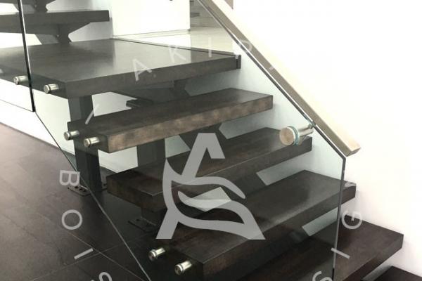escalier-sur-mesure-akira-marche-en-bois-rampe-vitre-limon-metal-logo-1AA6AE80C-90AC-1F11-2DA2-CC00481FB56C.jpg