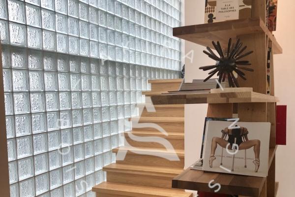 escalier-sur-mesure-laurentides-bois-rampe-au-mur-akira-logo21F7FC72-FA5C-4706-0492-2A4B08622B7B.jpg