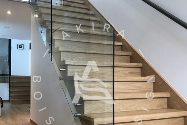 escalier-sur-mesure-laurentides-bois-rampe-au-mur-garde-corps-verre-akira-logo-22DC58BC3-0698-CBC7-C258-EEBAF95C5509.jpg