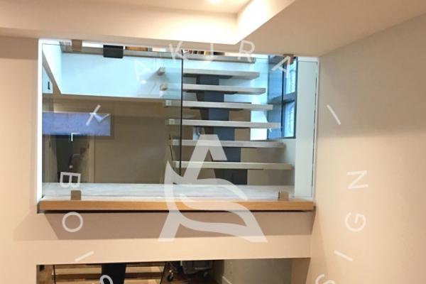 escalier-sur-mesure-laurentides-chene-blanc-limons-acier-rampe-en-verre-akira-logo-4D856AF05-41E3-E6F4-519D-E08A90111BFC.jpg