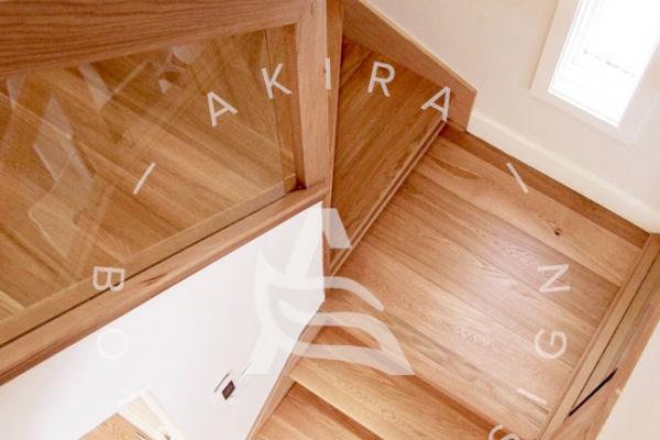 escalier-sur-mesure-laurentides-chene-rouge-garde-corps-bois-verre-akira-logo-1F0D3ADCC-F48A-296E-9CE2-177C39D38981.jpg
