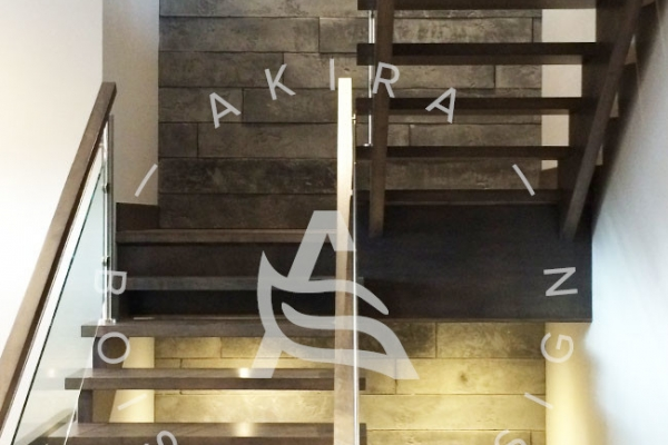 escalier-sur-mesure-laurentides-erable-limon-bois-rampe-inox-verre-akira-logo-2AB730997-47E2-7B07-9797-6D9E19D1EE2E.jpg