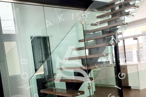 escalier-sur-mesure-laurentides-limon-central-acier-garde-corps-verre-akira-logo-2CCB2B166-7F5A-48F7-1B85-D61AB7C58020.jpg