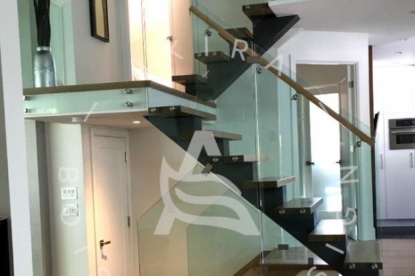 escalier-sur-mesure-laurentides-limon-central-rampe-verre-akira-logo-2CBBC8D27-36B7-0D41-8911-D331674D2545.jpg