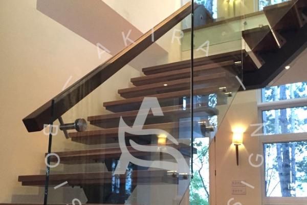escalier-sur-mesure-laurentides-limon-central-sur-mesure-noyer-rampe-verre-akira-logo-157DEE149-793D-34CF-4F2F-81DEFDAF7A26.jpg