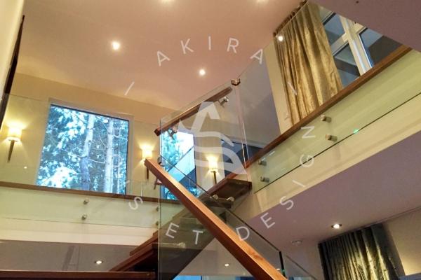 escalier-sur-mesure-laurentides-limon-central-sur-mesure-noyer-rampe-verre-akira-logo-35BC8D674-B514-B40B-4308-7672A277ABDA.jpg