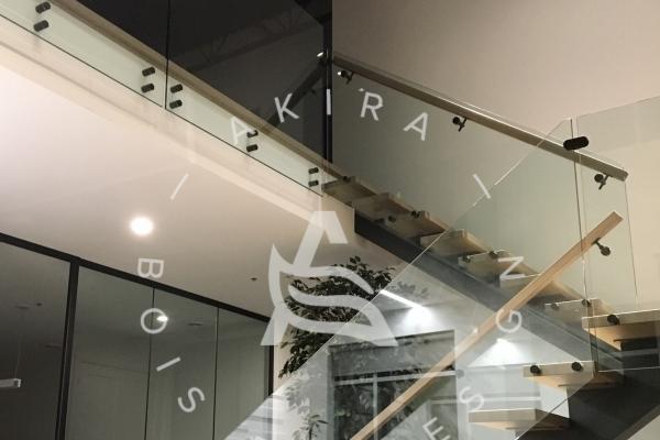 escalier-sur-mesure-laurentides-limons-central-acier-rampe-garde-corps-verre-akira-logo-2759F316F-F6DB-AC61-BF71-AAD9F2370964.jpg
