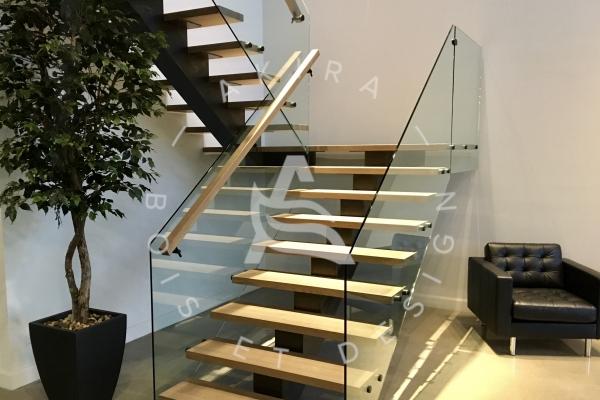 escalier-sur-mesure-laurentides-limons-central-acier-rampe-garde-corps-verre-akira-logo772D7961-D8E4-4D4C-0CFE-F8EC7162172F.jpg
