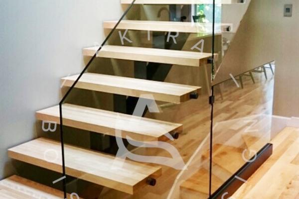 escalier-sur-mesure-laurentides-merisier-limon-central-hss-rampe-verre-akira-logo-23BCA26F7-C06D-85E7-B087-5E8A28F82805.jpg