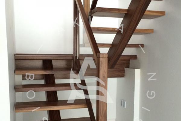escalier-sur-mesure-laurentides-noyer-rampe-verre-limon-central-akira-logo-1116EA36A-53C3-6D7D-08E5-F33F5FAC5C7F.jpg