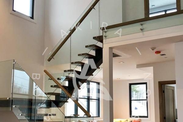 escalier-sur-mesure-limon-acier-garde-corps-verre-rampe-palier-standoff-akira-logo-1969DC917-F646-F777-7996-0F35B8408F00.jpg