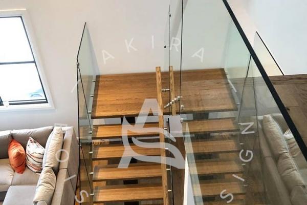 escalier-sur-mesure-limon-acier-garde-corps-verre-rampe-palier-standoff-akira-logo-27C5A7D0C-D055-DFD3-1286-A1B1BCC48864.jpg