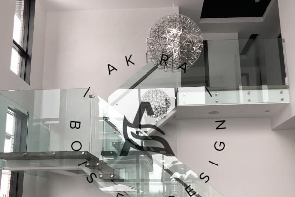 escalier-sur-mesure-limon-central-acier-blanc-marche-clipper-rampe-bois-garde-corps-verre-akira-logo-41ACED196-D0C2-9320-209D-BA5EF2C95099.jpg