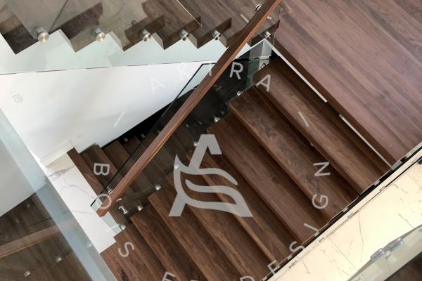 escalier-sur-mesure-limon-central-hss-acier-noir-double-joint-mecanique-palier-marche-rampe-bois-noyer-garde-corps-verre-etage-akira-logo-2BE47C0B5-832E-42F2-1FC7-DC3BA9E7B880.jpg