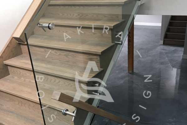 escalier-sur-mesure-main-courante-garde-corps-verre-akira-logo-1B4A0611E-7634-7735-D80C-A14280939A2A.jpg