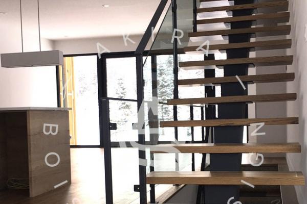 escalier-limon-centrale-acier-rampe-bois-garde-corps-acier-verre-akira-logo-4B106E815-9867-372D-948D-2E1E2221A0FD.jpg
