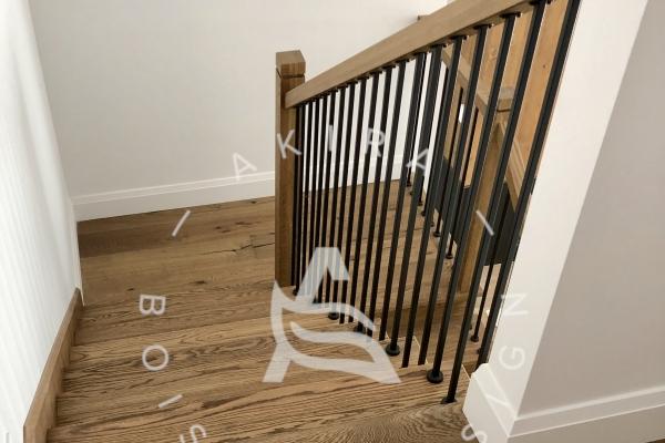 escalier-sur-mesure-laurentides-chene-blanc-rampe-poteaux-bois-barreaux-acier-akira-logoA2FD11C5-654A-535B-4D2F-021FCDC48476.jpg