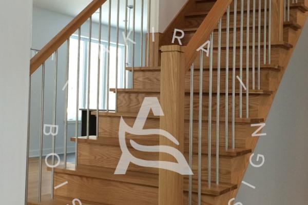 escalier-sur-mesure-laurentides-chene-blanc-rampe-poteaux-bois-tiges-acier-akira-logo56A3CEDA-A75F-1461-88D8-0A01D2C58C60.jpg