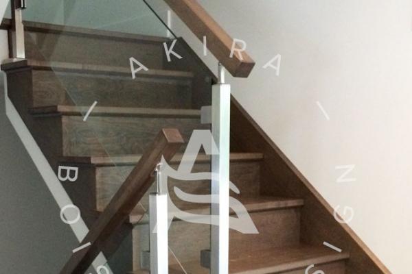 escalier-sur-mesure-laurentides-erable-garde-corps-verre-poteaux-stainless-akira-logoCDDB6A9F-222F-A27D-6D87-9609FC1B8125.jpg