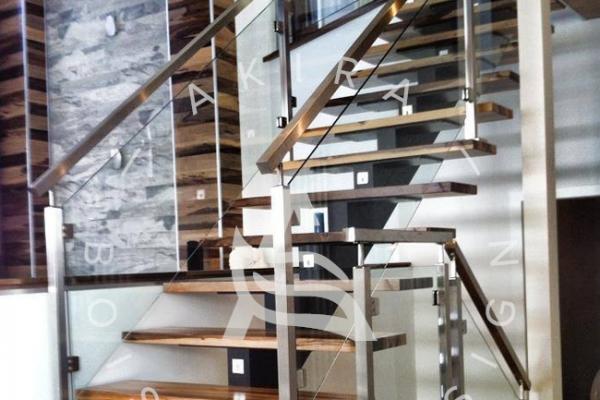 escalier-sur-mesure-laurentides-limon-central-acier-rampe-bois-inox-garde-corps-verre-akira-logo372F39AA-A0FE-6B1B-BBB1-957389FE9173.jpg